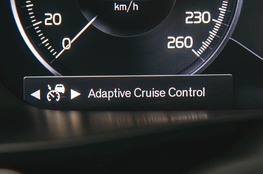 Volvo XC40 cruise control