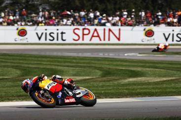 Pedrosa beats Lorenzo at Estoril