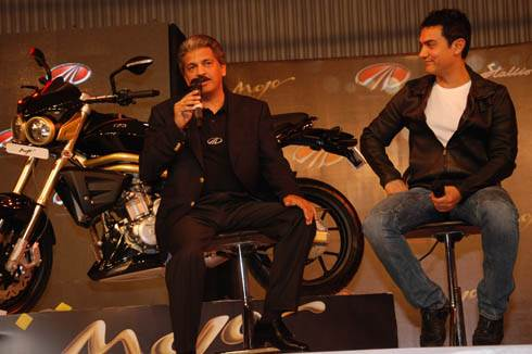 Kareena, Amir promote Mahindra 2 wheelers