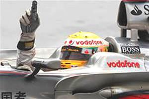 Hamilton wins Singapore GP