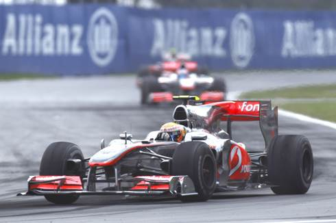 Lewis triumphs in Montreal