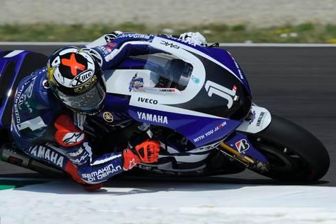 Lorenzo outpaces Stoner at Italian GP