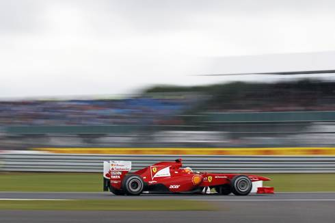 Alonso takes commanding British GP win