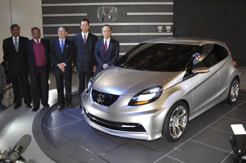 Honda unveils small car concept at the Expo