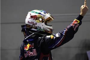 Vettel dominates at Singapore