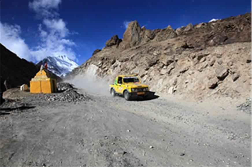 Blizzards, accidents oust 28 Raid-de-Himalaya vehicles ...