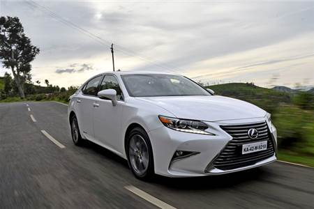 2017 Lexus ES300h review, test drive