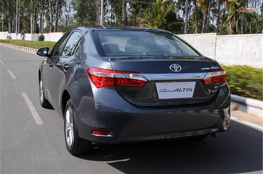 Toyota Corolla Facelift Review - NDTV CarAndBike - YouTube