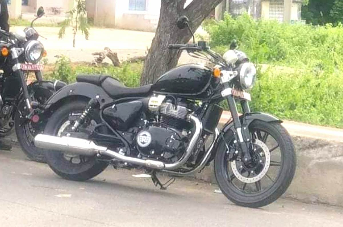 Royal Enfield twin-cylinder cruiser spied again