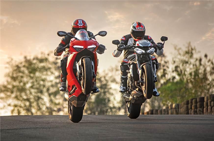 Ducati Panigale V2 vs Triumph Street Triple RS comparison