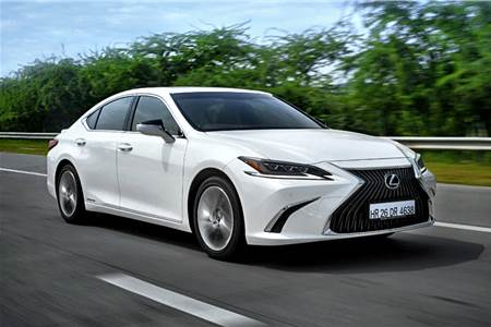 2018 Lexus ES 300h review, test drive