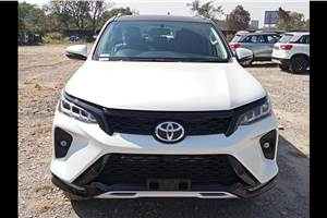 Toyota Fortuner facelift, Legender gather 5,000 bookings
