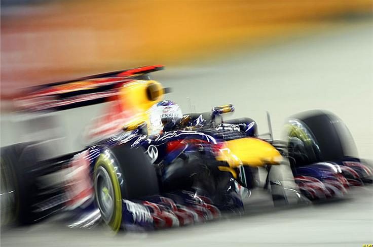 Vettel dominated the Singapore Grand Prix right from the start, opening a comfortable gap that allowed him to take it easy in the end, despite the pressure from Button.