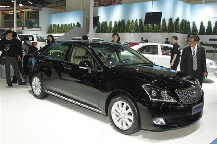 The Toyota Crown, a joint venture between FAW and Toyota, has been given a mid-life facelift.