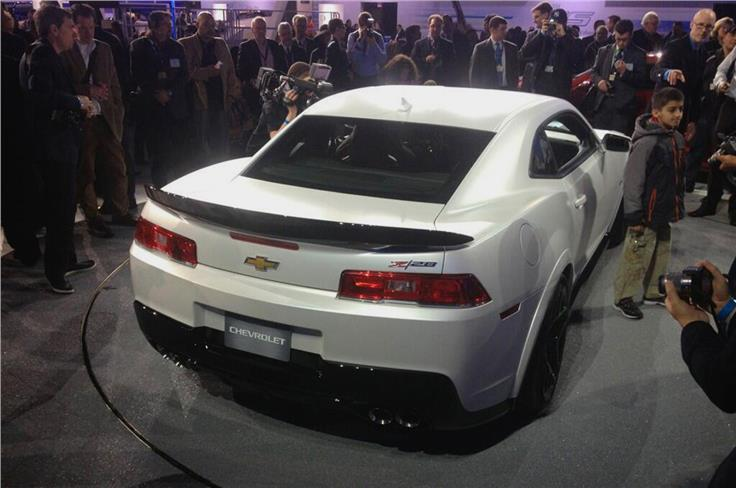 The Z/28 features a large bonnet scoop and a range of functional aero parts