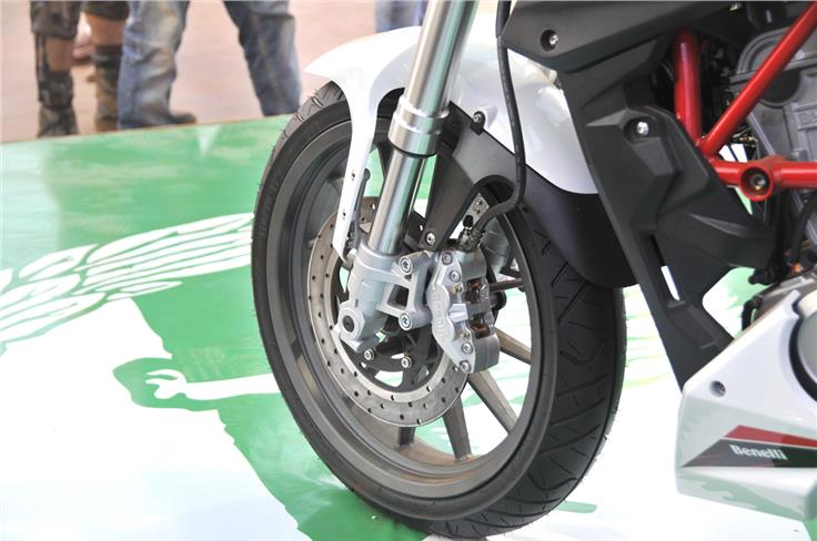 Upmarket USD front suspension is seen with a front disc brake.