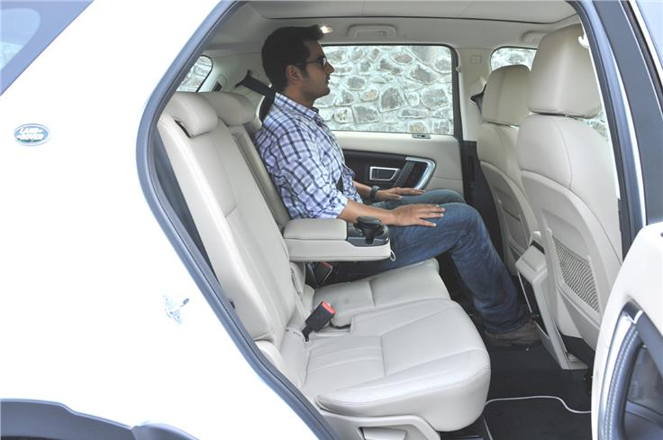 The SE and HSE trim come with part-leather seats with second row 60:40 split, slide and recline feature.