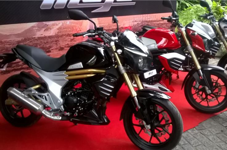 Powering the Mojo will be a 295cc, single-cylinder, 4-stroke, DOHC, liquid-cooled engine 27 BHP 3.05 kgm of torque matched to a 6-speed gearbox.