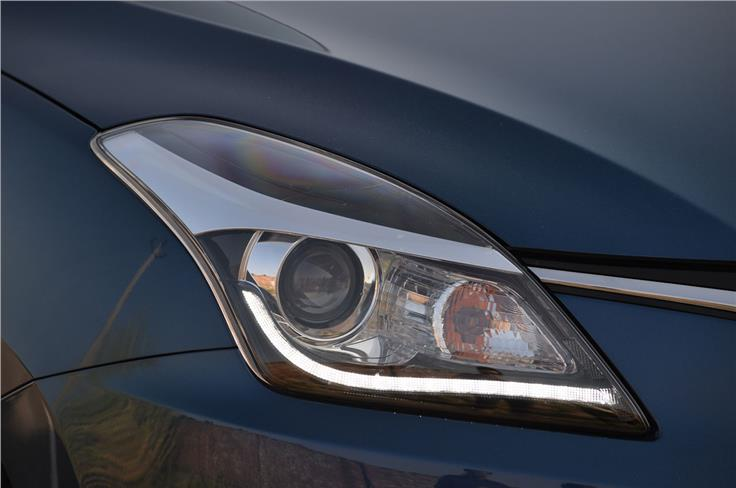 Projector headlamps with LED daytime running lights are only equipped on the top-spec Baleno.