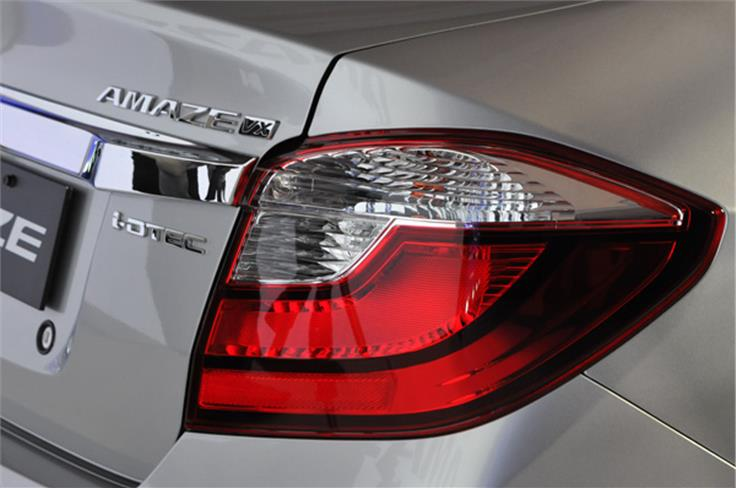 At the back, there is a new set of combination tail lamps which really complements the facelifted front end design.