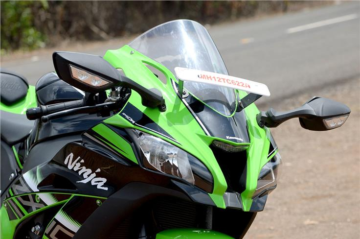 The windscreen is slightly wider than before, and it gets cleverly placed side intakes to reduce negative air pressure.