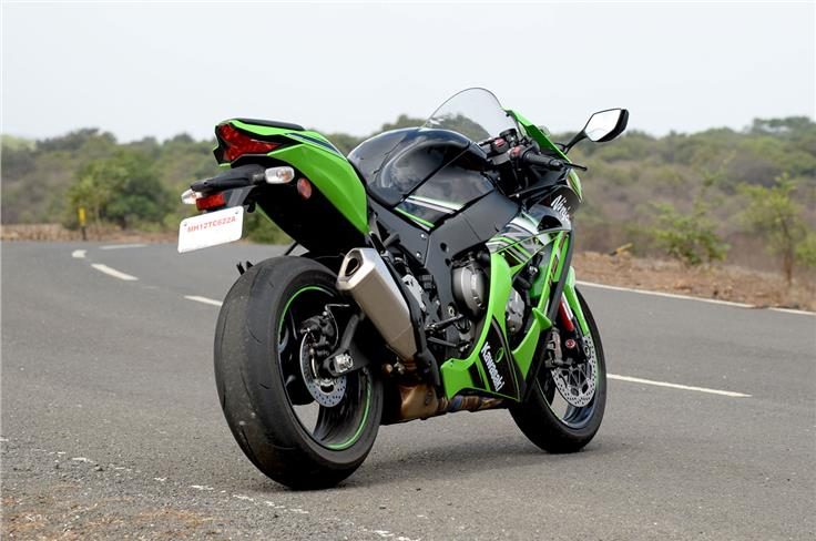 – The updates have been heavily influenced by Kawasaki's WSBK racing technology.