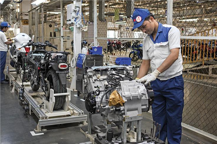 Unlike in Brazil, the engine for India comes assembled. Rest of the motorcycle comes in pieces.