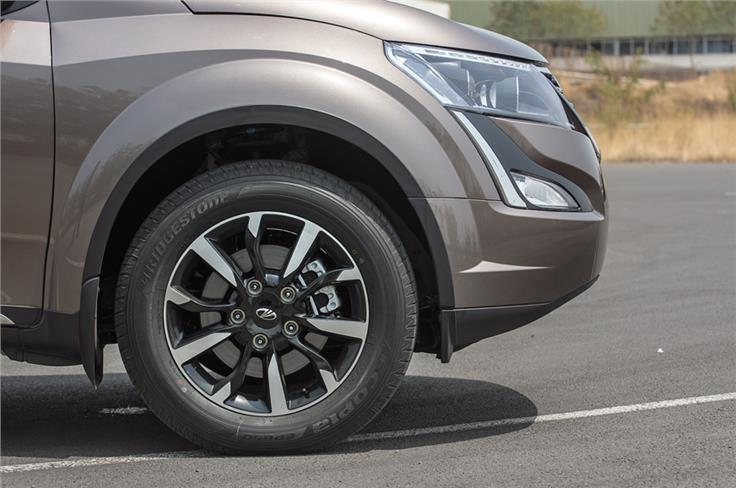 Dual-tone 18-inch wheels fill the XUV's wheel wells really nicely.