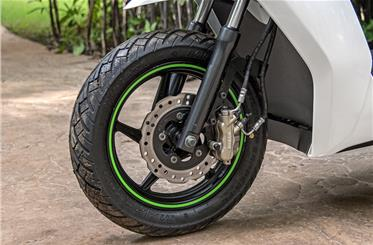 30mm telescopic fork offers firm ride; front disc feels dull but gets combined braking.