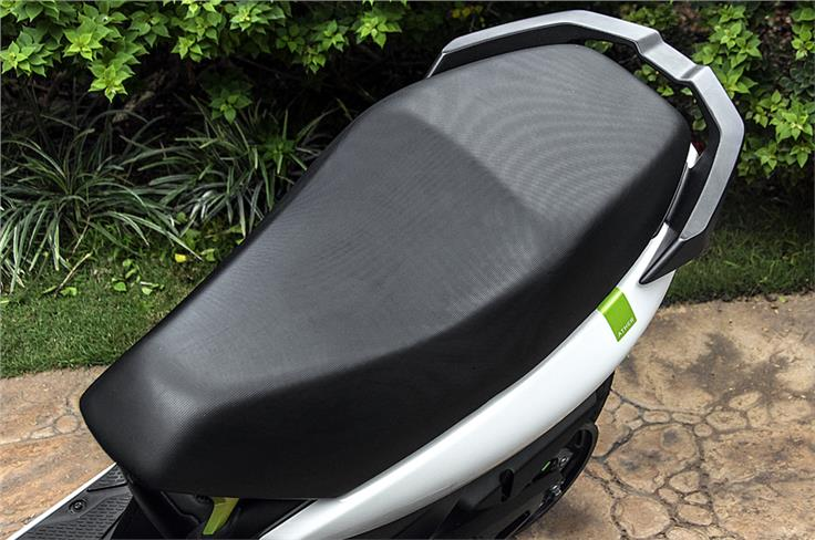 Seat is sporty but also quite comfy for both, rider and pillion.