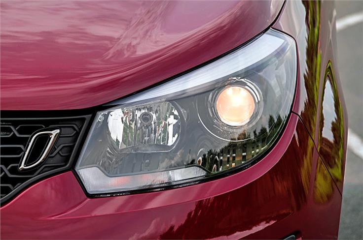 Projector lamps have a mock DRL strip on top. Headlights look small in relation to overall size of the Marazzo.