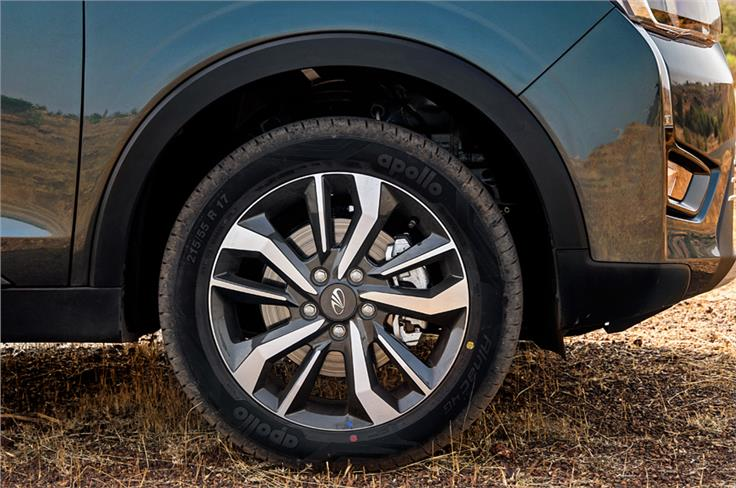 17-inch diamond-cut alloy wheels offered on the top-spec W8 (O) variant.
