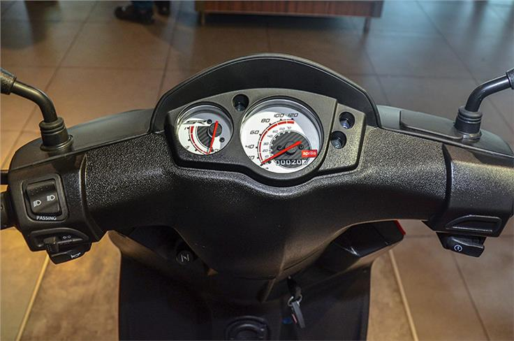 The Storm features a basic instrument console, also seen on the SR 125.