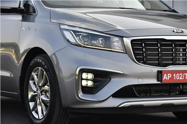 Ice cube fog lamps and LED headlamps standard on Prestige and Limousine trims.
