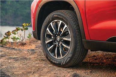 Precision cut alloy wheels look smart.
