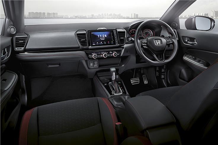 仪表盘也是直接从城市轿车借来的。红色高亮部分是RS模型独有的。