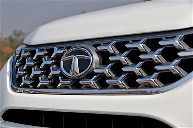 The chrome-finished grille is unique to the Safari as well.