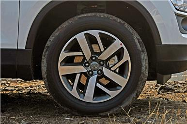 Higher trims come with 18-inch diamond-cut alloy wheels.