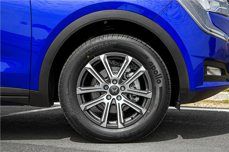 Gets 18-inch diamond-cut alloy wheels.