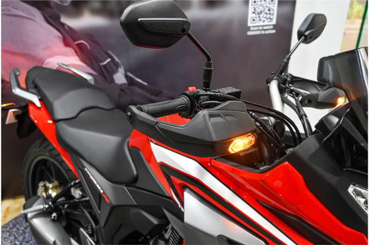 The integration of the turn indicators into the handguards is a neat touch that adds premiumness.