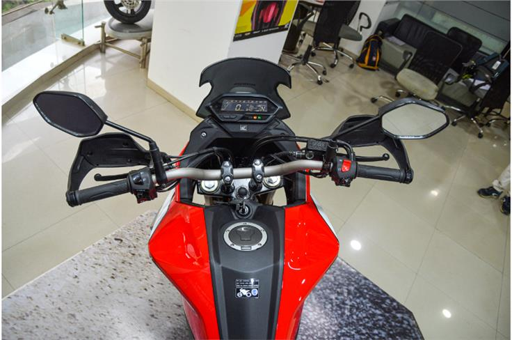 The wider and taller handlebar results in a more commanding riding position, and combined with the windscreen, makes for a more touring-friendly motorcycle.