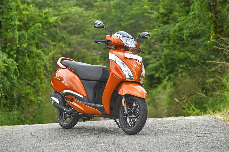 The Jupiter 125 looks much curvier than what you are used to seeing from TVS.