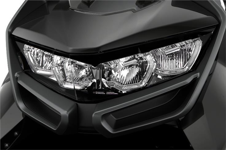The BMW C 400 GT's LED lights large body panels make its design striking.